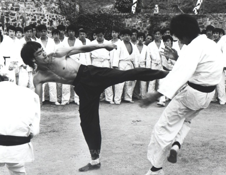 Scene from 'Enter the Dragon. I do not own any rights of this image.